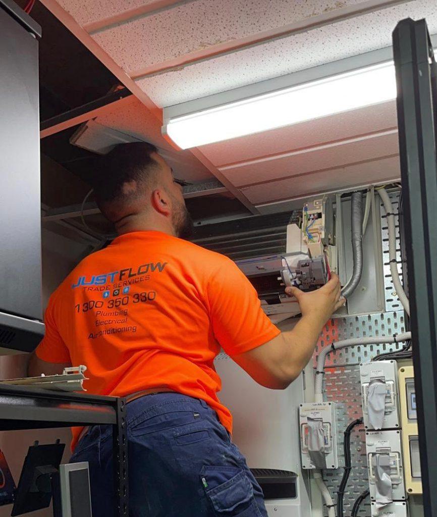 Air Conditioning repair service Sydney Moorebank Parramatta pick up air con repair drop off